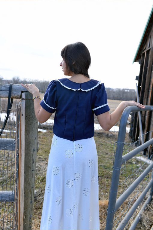 Linen Pioneer top with lace collar